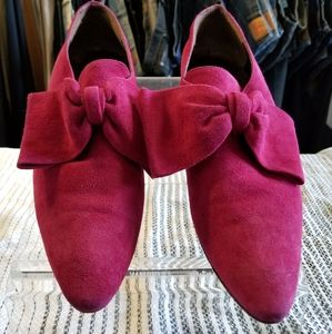 Preowned Kenneth Cole pink suede shoes w/bow sz 10